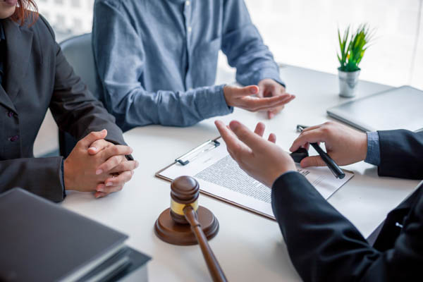 Commerical Litigation -Commercial litigation lawyer - sitting around a table discussing client matter